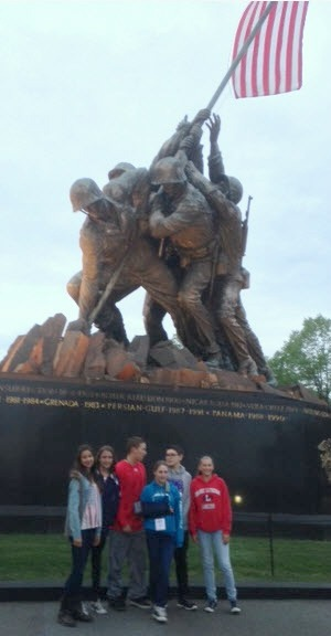 DayOne_4-28_StudentsAtUSMarineCorpsMemorial-1